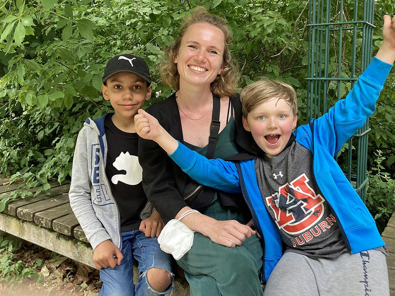 Frau Blöing mit ihren Schülern Benjamin und Karl aus der 123h